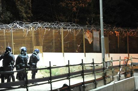Tav: tensioni a Chiomonte, razzi e petardi contro cantiere