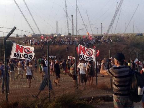 Muos: centinaia sfondano recinzione, militare ferito